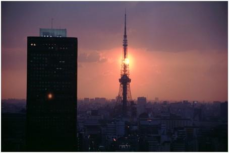 东京铁塔顶端天线自10日晚上开始